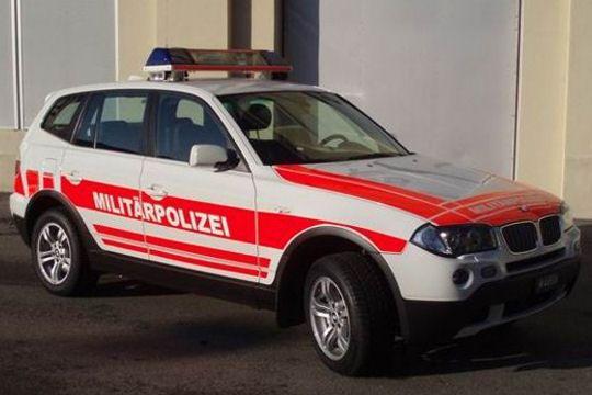 la police militaire suisse roule en 4x4 bmw. Black Bedroom Furniture Sets. Home Design Ideas